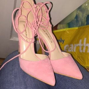 Pink pointy heels fits like a size 7